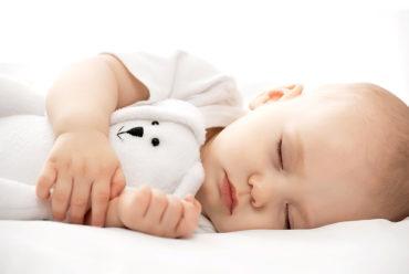 Combien d'heures mon enfant a-t-il besoin de dormir?