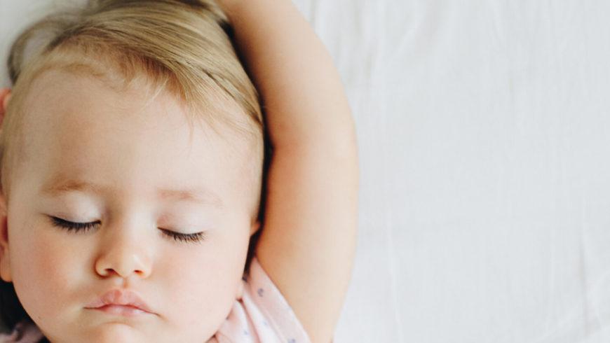 Pourquoi mon enfant se réveille-il trop tôt ?
